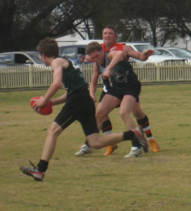 Caleb Dobos runs unmarked down the Inverell wing